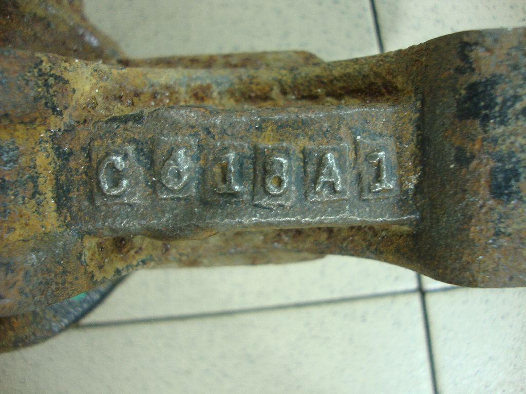 Кулак поворотный передний правый 40014JN00A