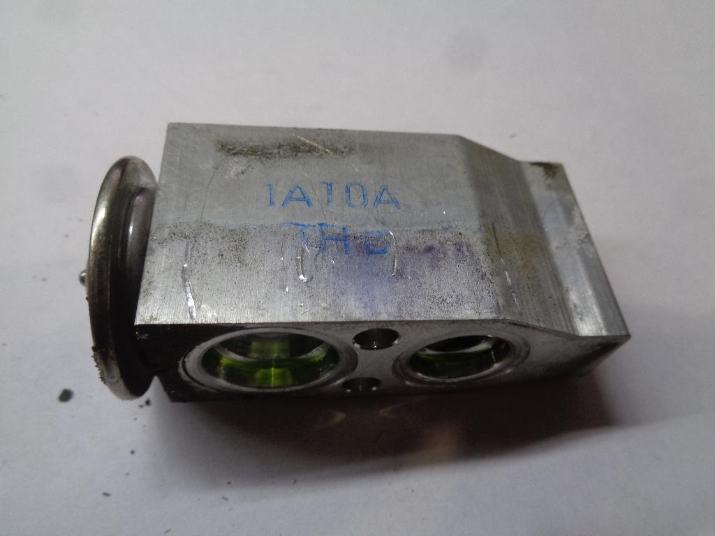 Клапан кондиционера 922001AT0A