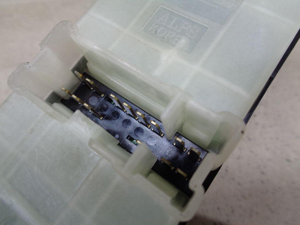 Блок управления стеклоподъемниками 25401JN01A
