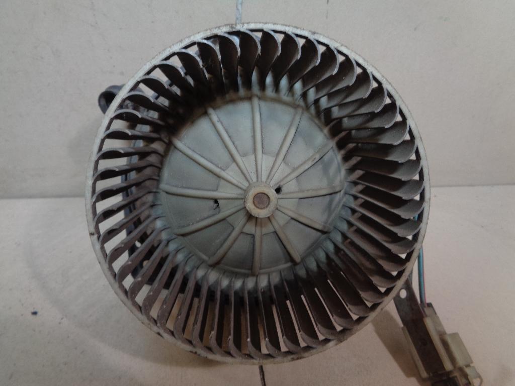 Моторчик отопителя 2722099J10