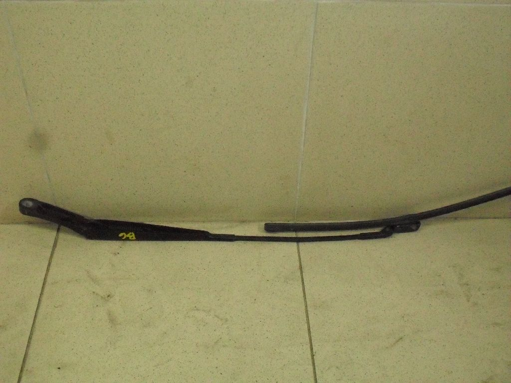 Поводок стеклоочистителя передний правый 3C1955410B