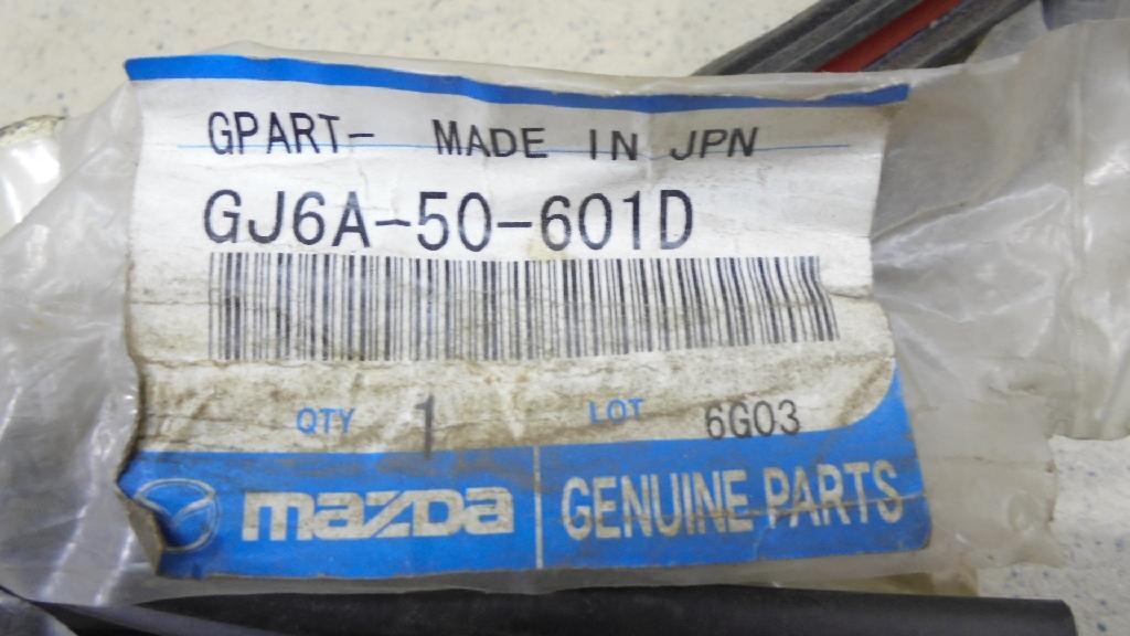 Молдинг лобового стекла GJ6A50601D