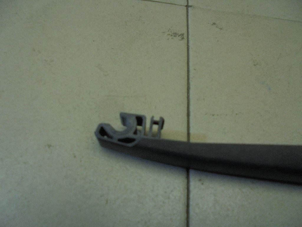 Поводок стеклоочистителя заднего L20667421