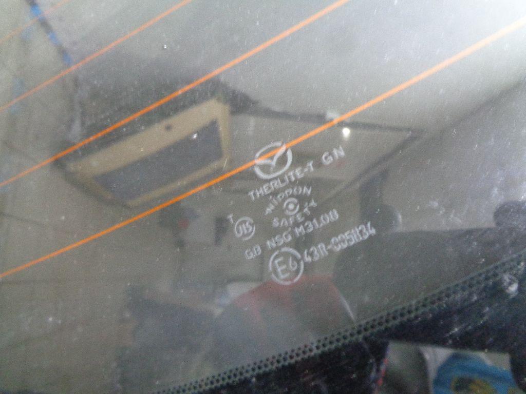 Стекло заднее GS1D63930D