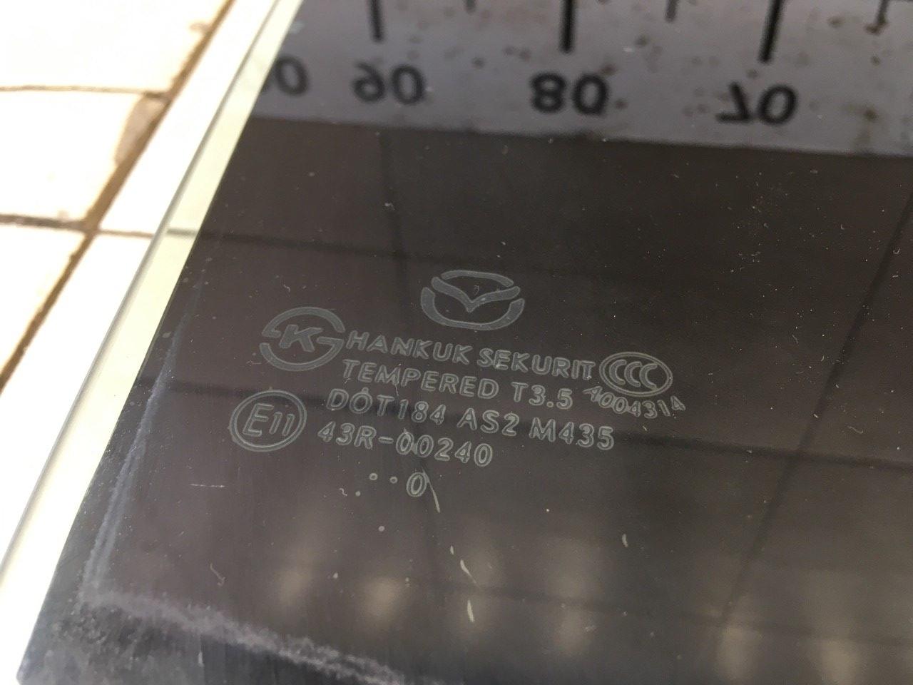 Стекло двери задней правой BBM672511A фото 2