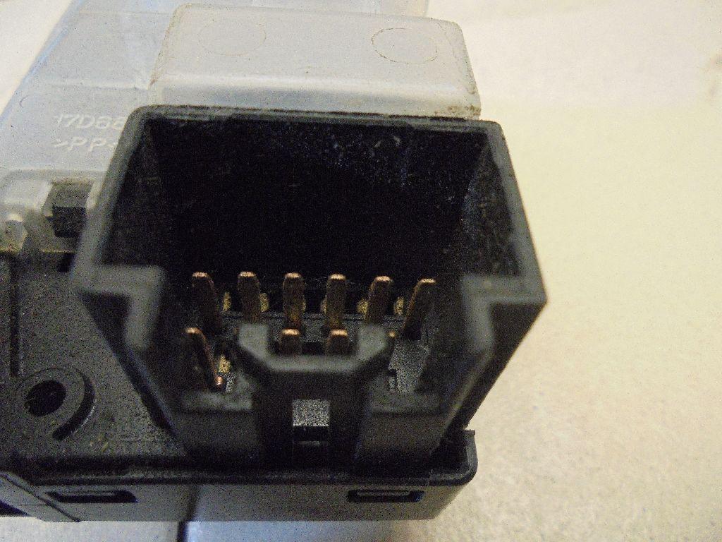 Переключатель стеклоочистителей BN8V66128