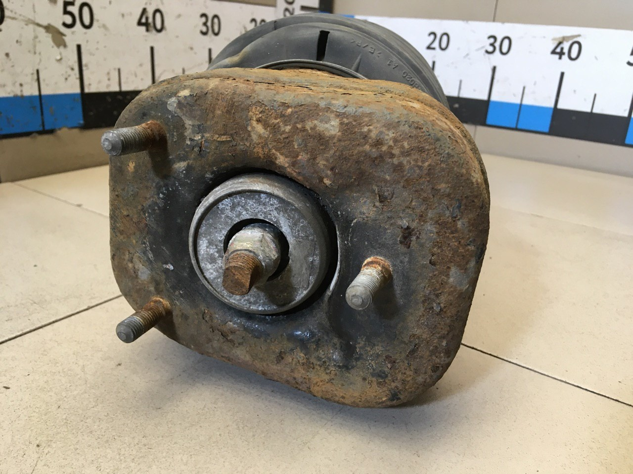 Амортизатор задний правый 4808048030 фото 3