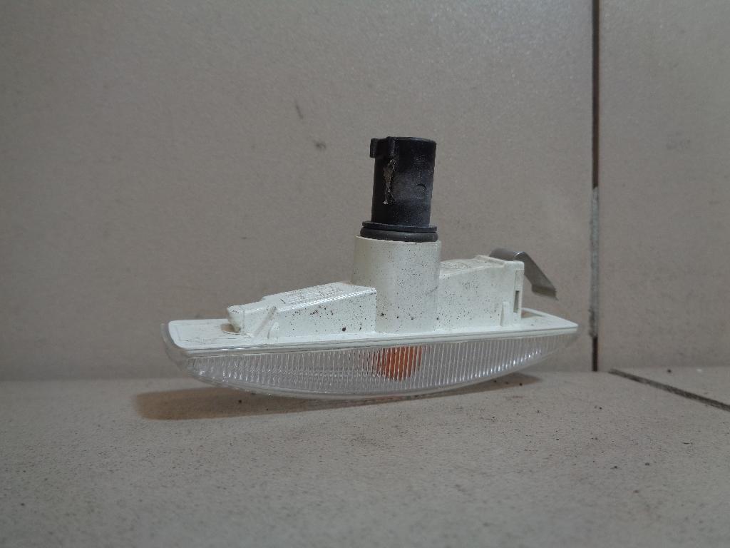 Повторитель поворота белый LR007954