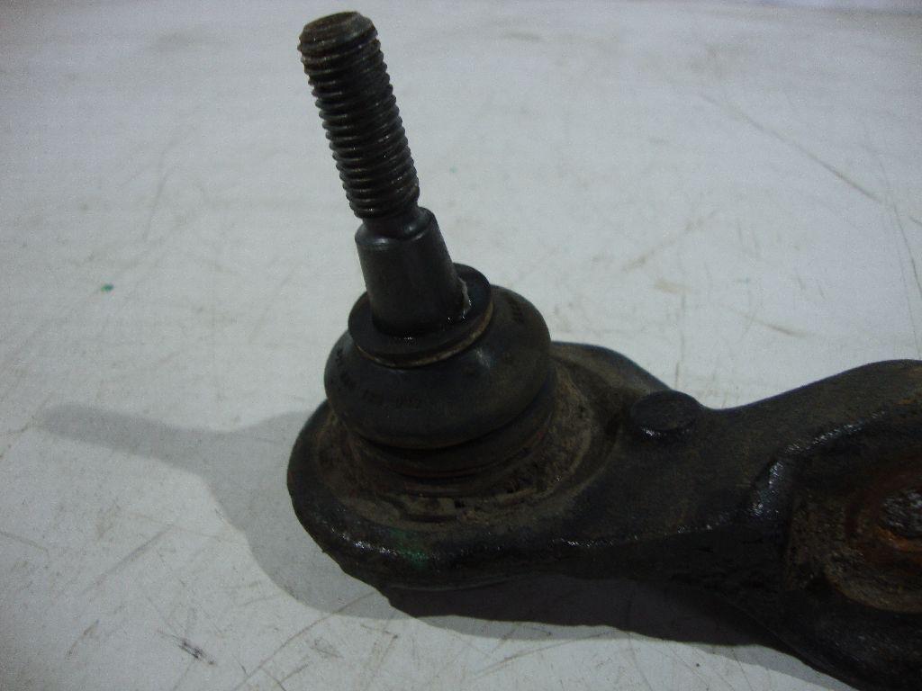 Рычаг передний верхний правый LR014619