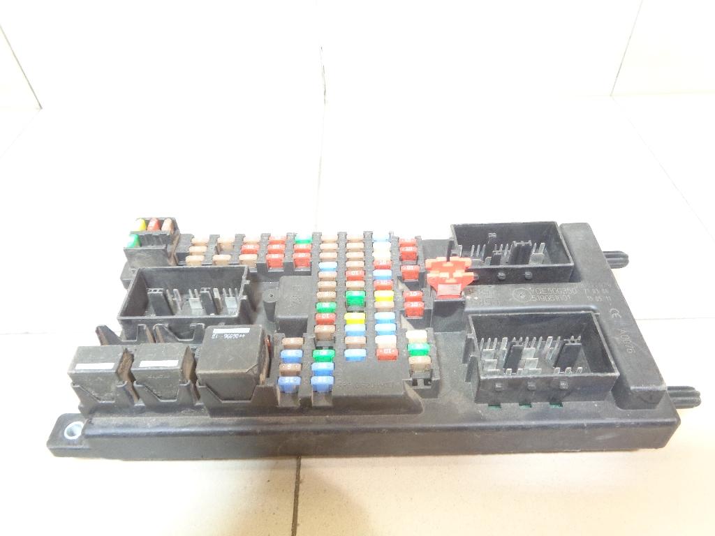 Блок предохранителей YQE500350