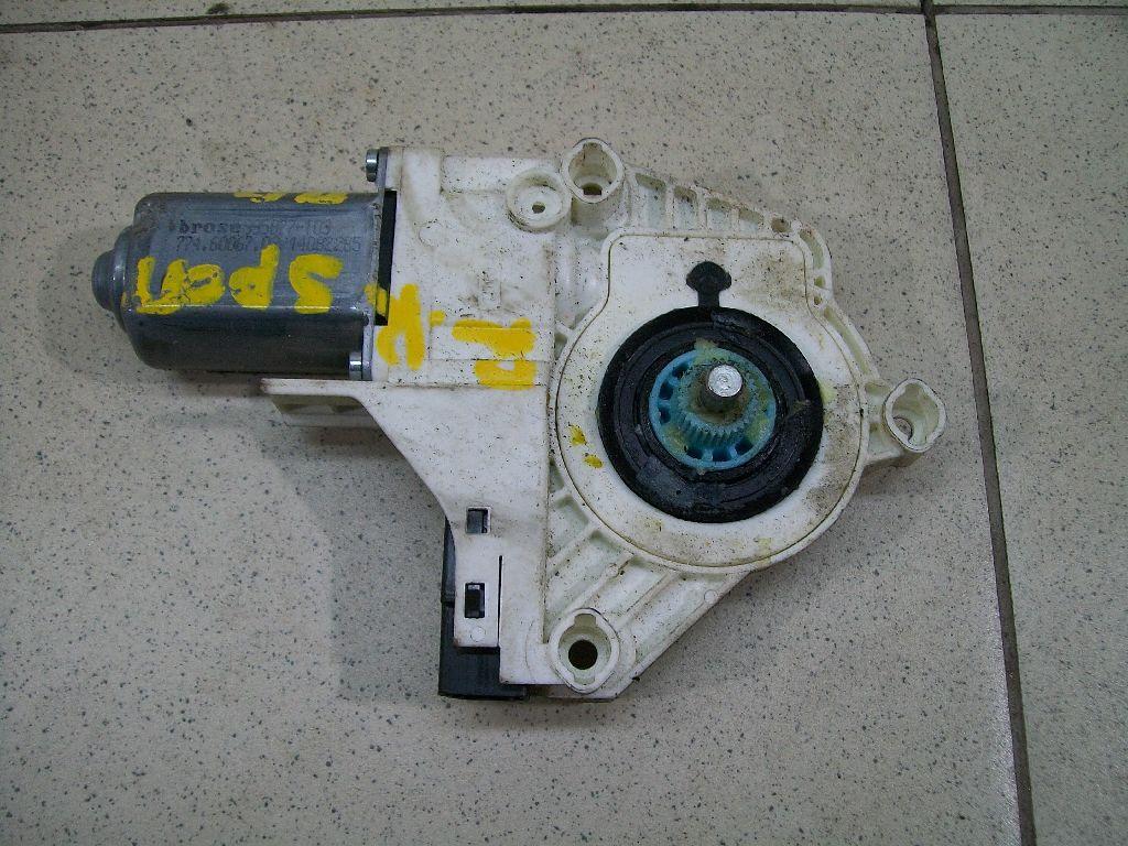 Моторчик стеклоподъемника LR015450