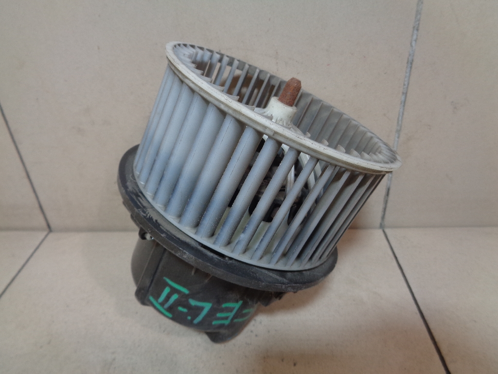 Моторчик отопителя LR016627