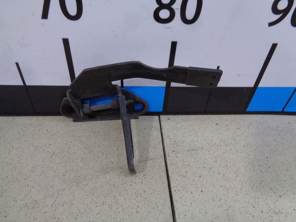 Крючок капота LR032631