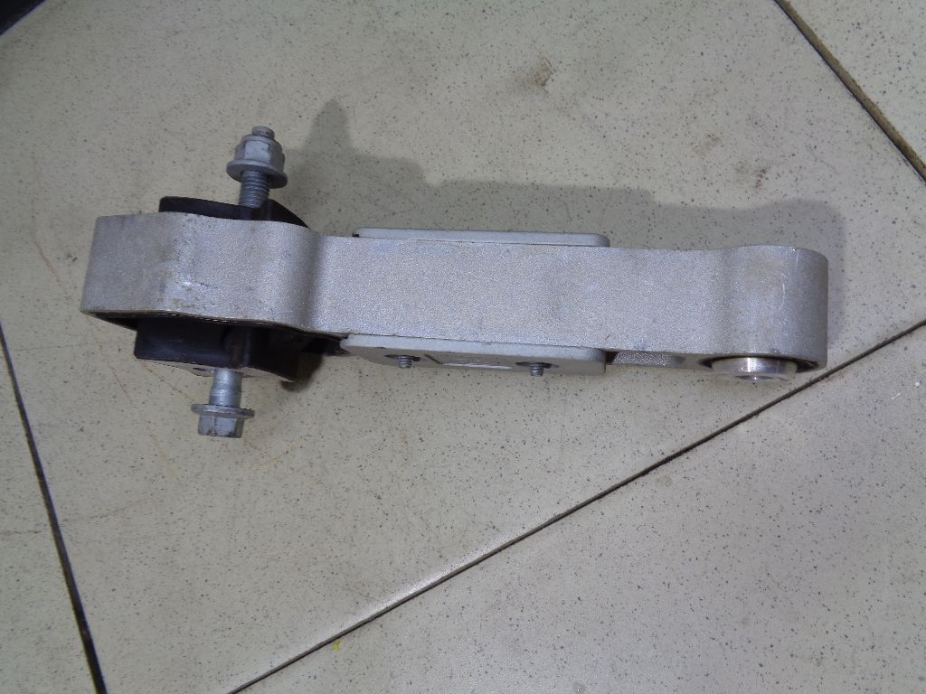 Опора двигателя LR030745