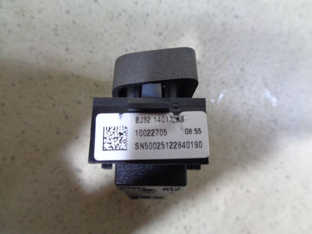 Кнопка центрального замка LR025905