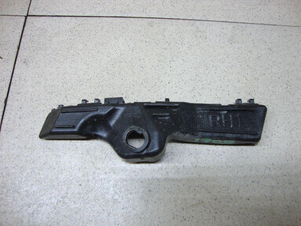 Направляющая переднего бампера правая 865142P500