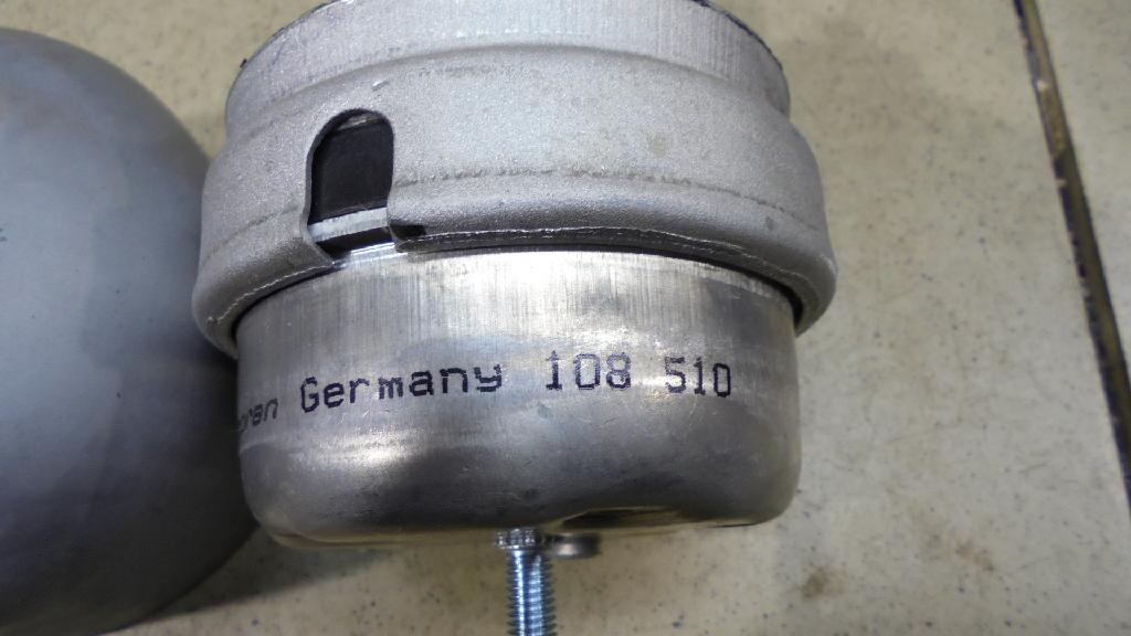 Опора двигателя пер гидравлич. 8D0199379K