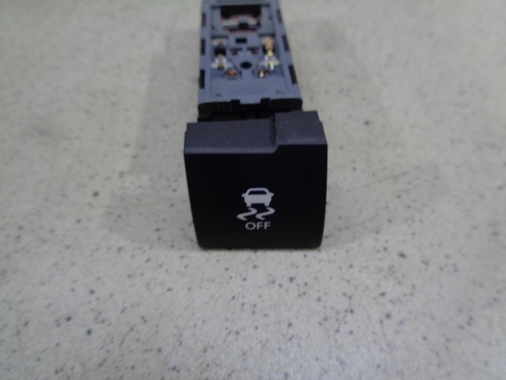 Кнопка антипробуксовочной системы 932651U005VA