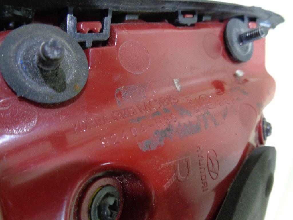 Фонарь задний внутренний правый 92404H5000