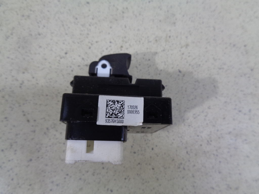Кнопка стеклоподъемника 93576H50004X