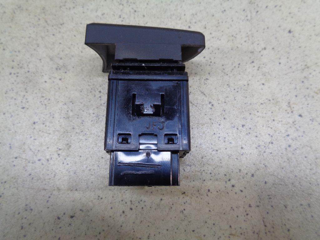 Кнопка обогрева заднего стекла 937101R1004X