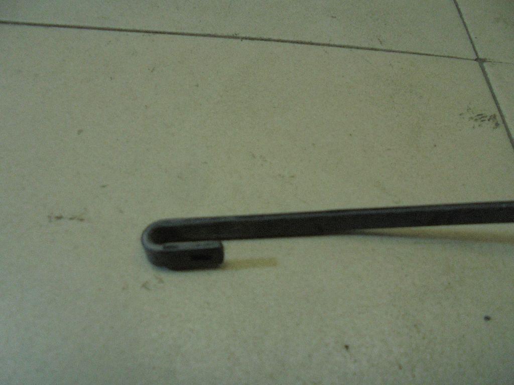Поводок стеклоочистителя передний правый 76610SAAG01