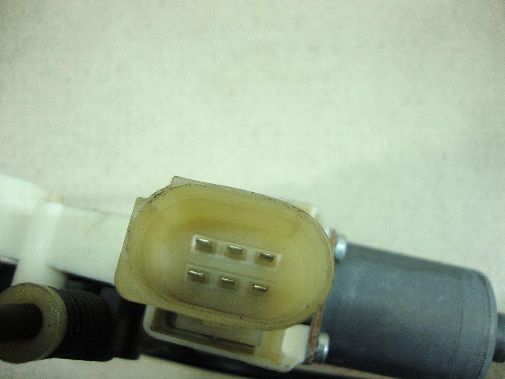 Стеклоподъемник электр. задний правый 7S71A27000BN