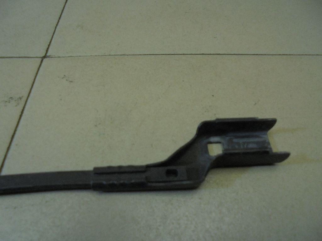 Поводок стеклоочистителя передний правый 7S7117526CC