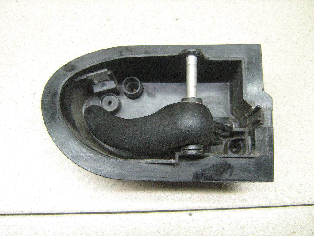 Ручка двери внутренняя правая 93BBF22600AE фото 2