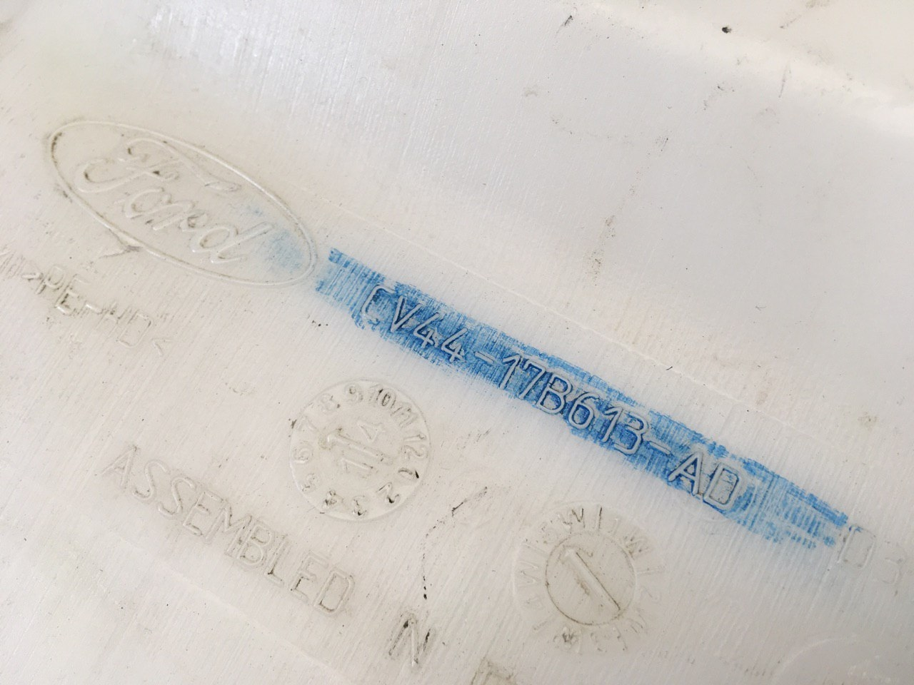 Бачок омывателя лобового стекла CV4417B613AD