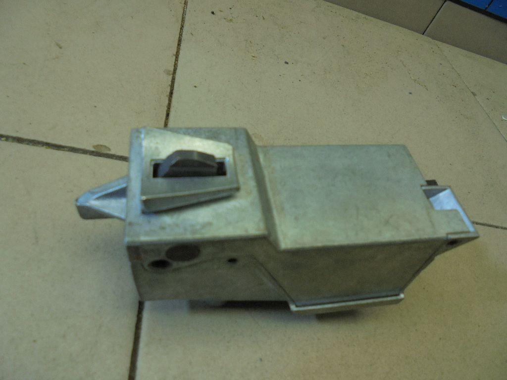 Замок рулевого управления AV6N3F880JA
