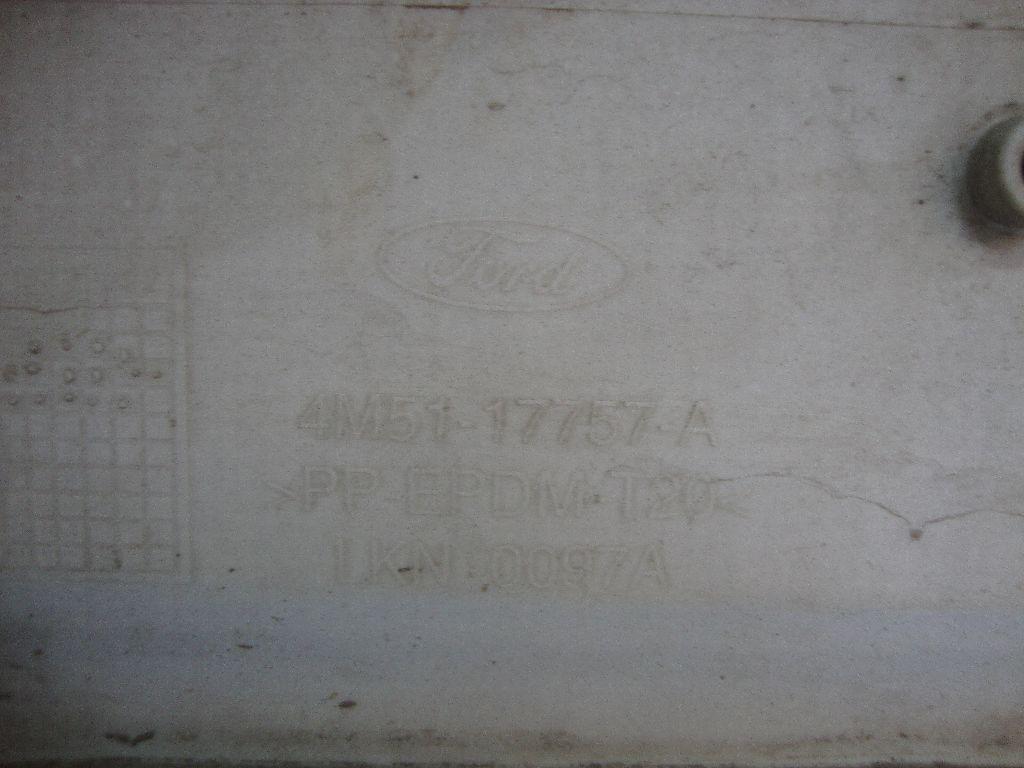 Бампер передний 1351523