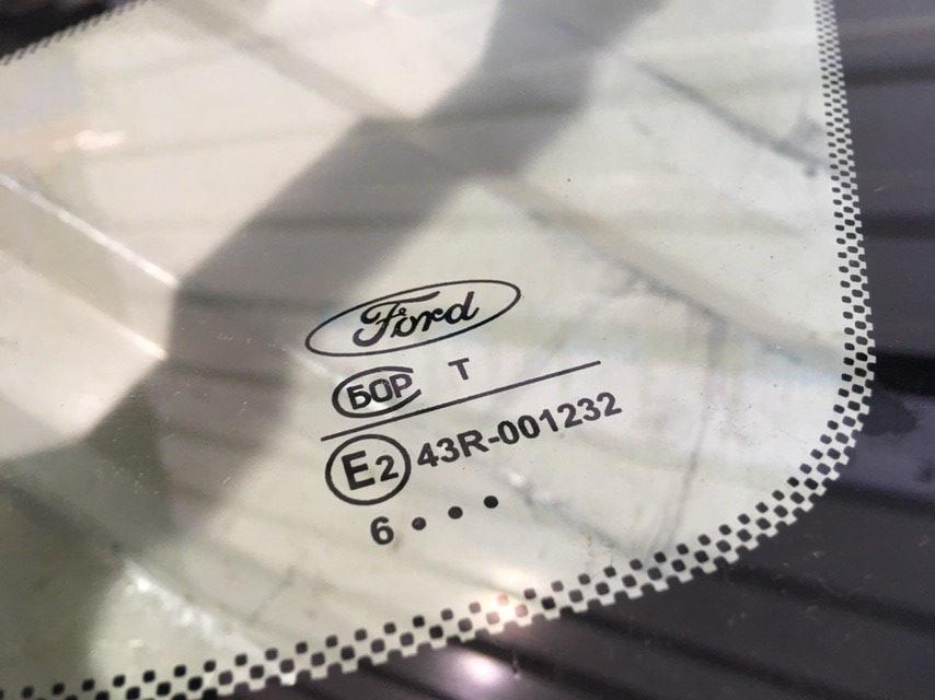 Стекло кузовное глухое правое 1362992