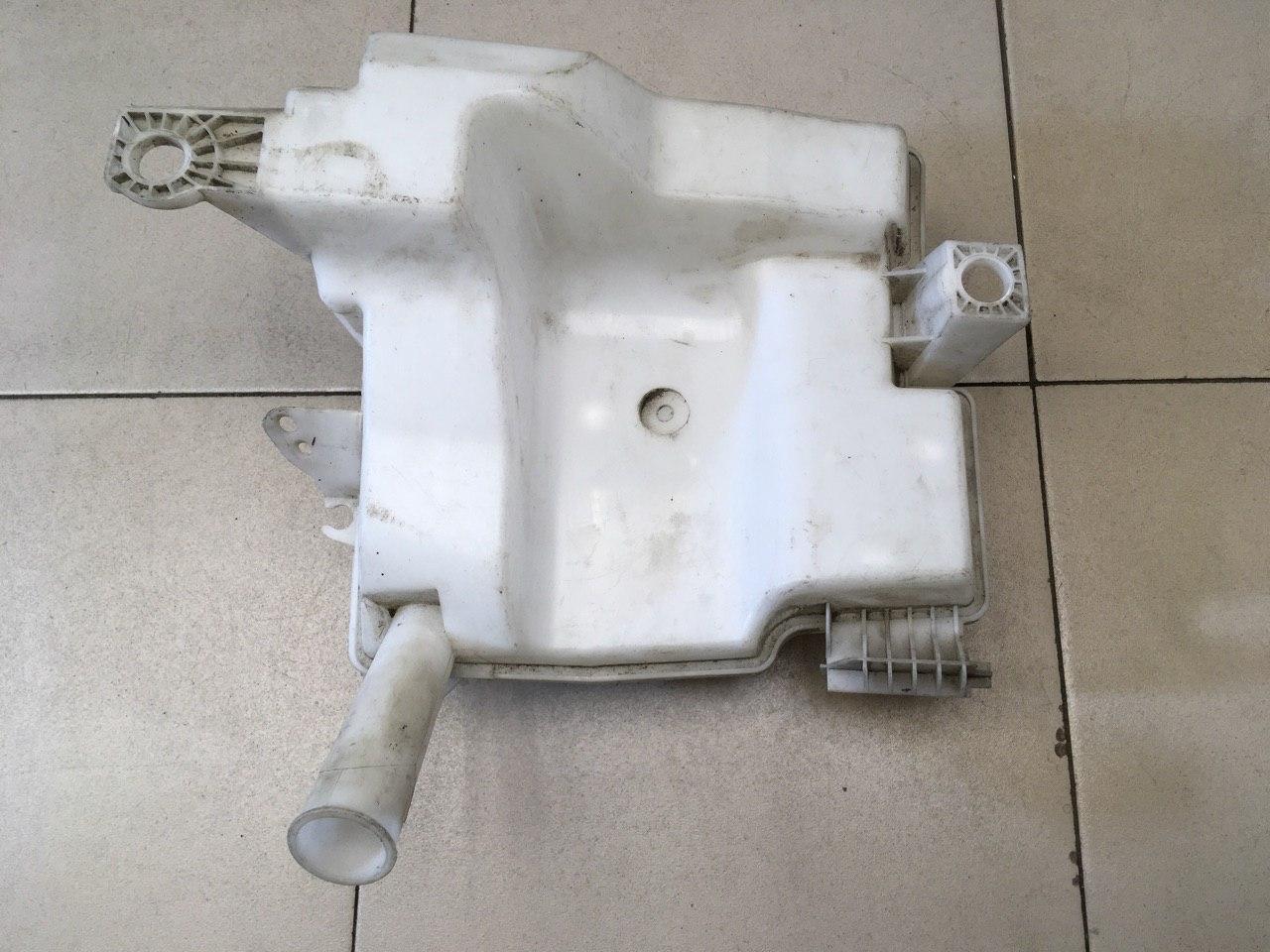 Бачок омывателя лобового стекла BV6117B613AC