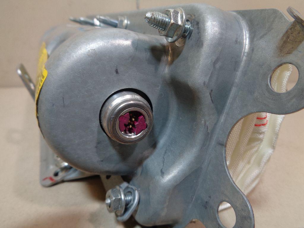 Подушка безопасности пассажирская (в торпедо) 1320577