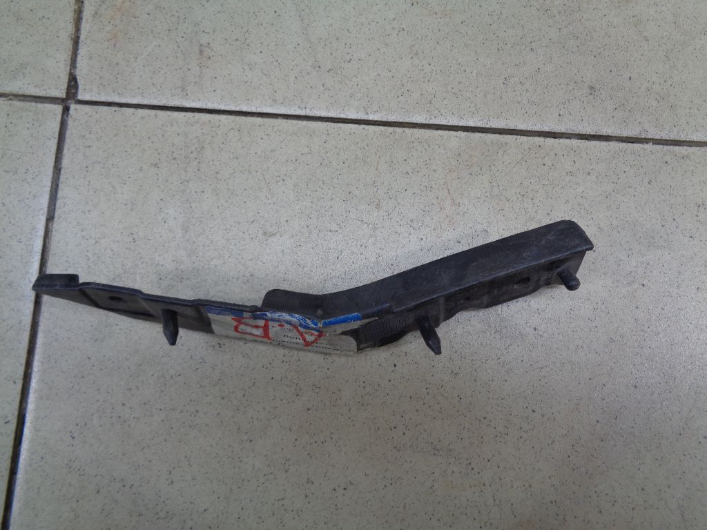Направляющая переднего бампера левая