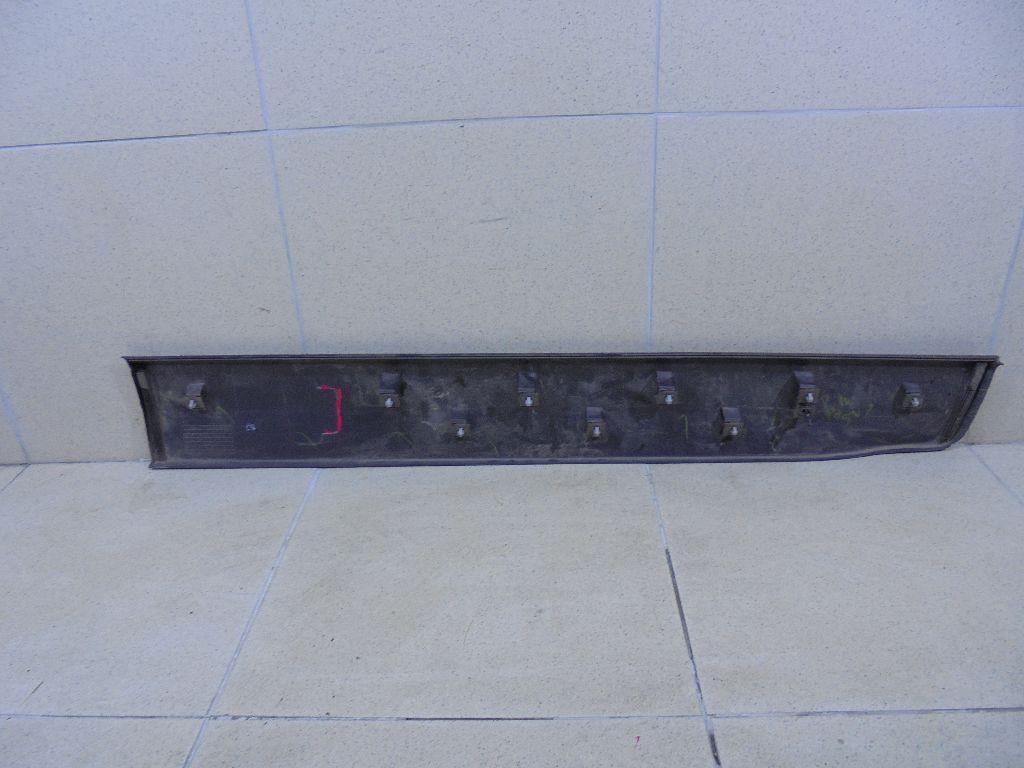 Накладка двери передней левой 1803378