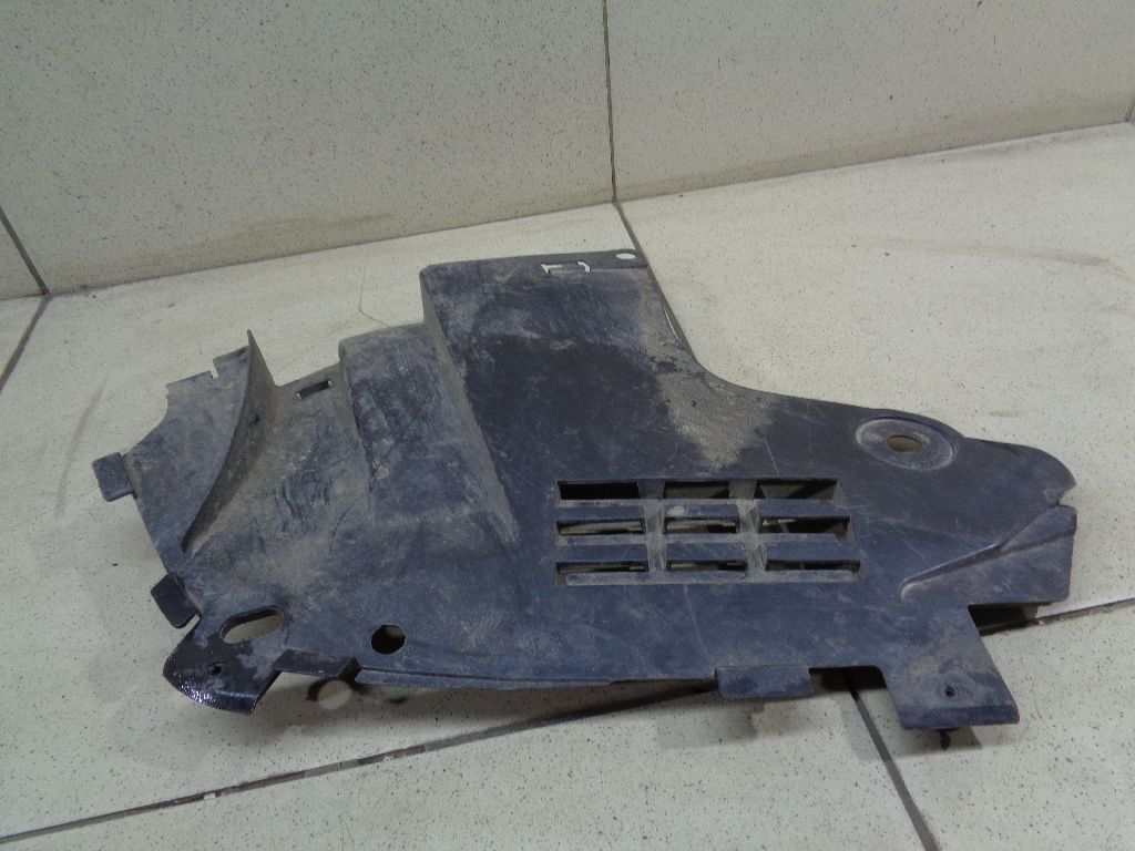 Пыльник двигателя нижний правый 8200595808