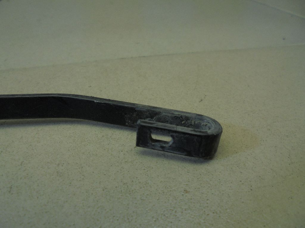 Поводок стеклоочистителя передний правый 288816518R