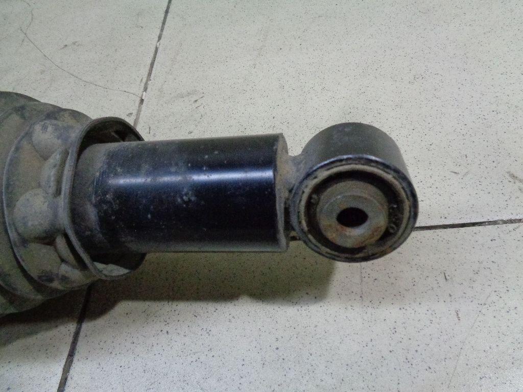 Амортизатор задний правый 7P6616020G