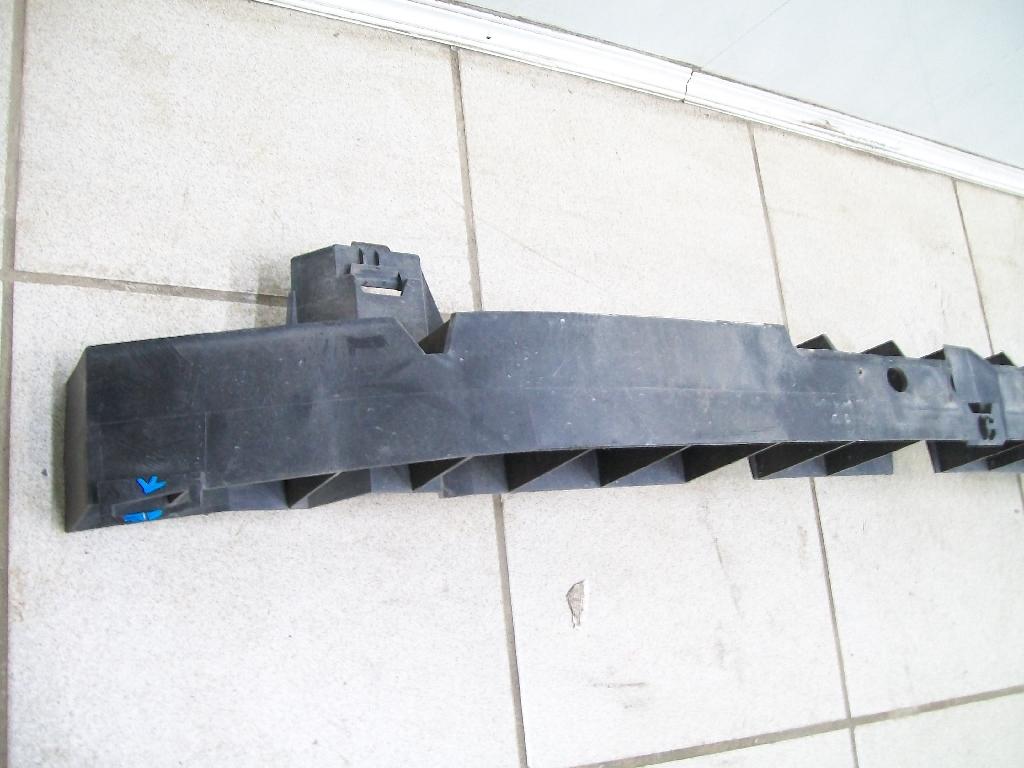 Усилитель переднего бампера 620905715R