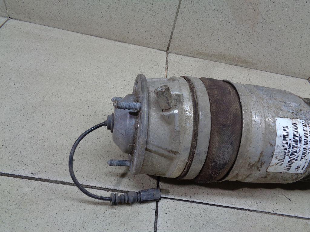 Амортизатор передний правый 7P6616040K