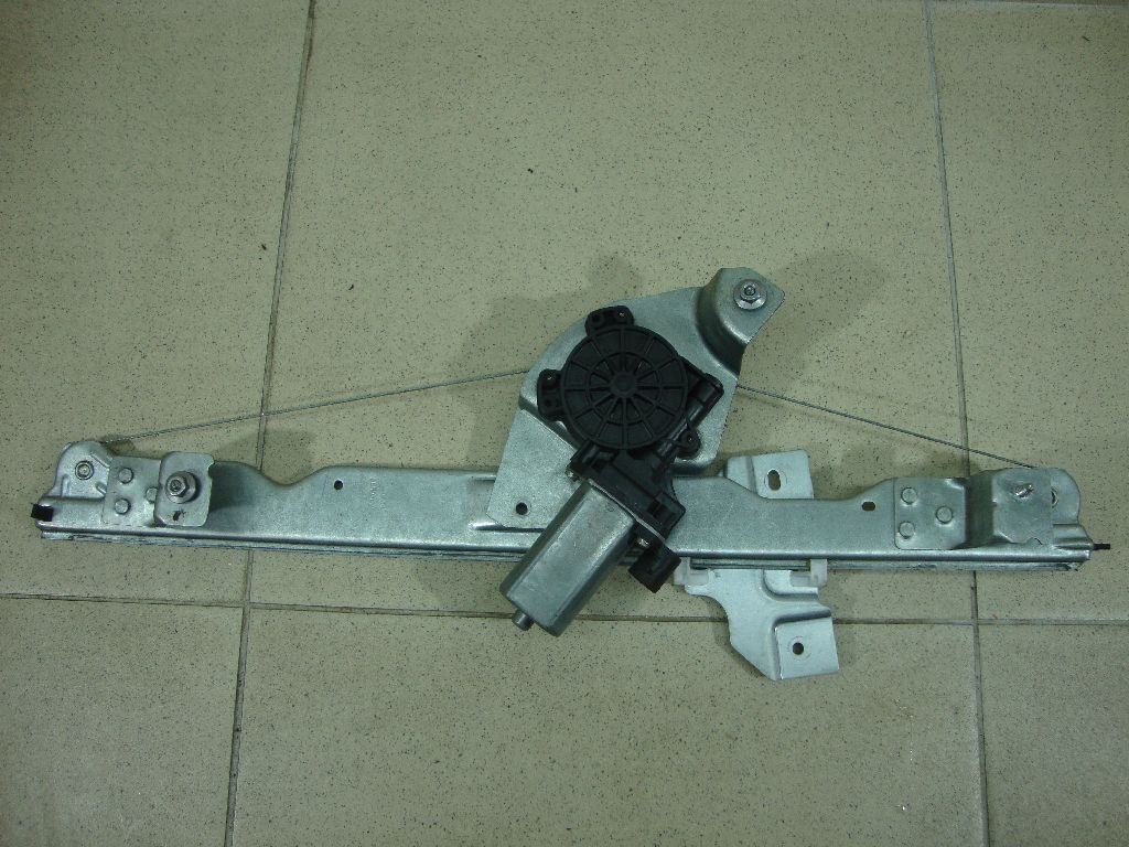 Стеклоподъемник электр. передний левый 807206040R
