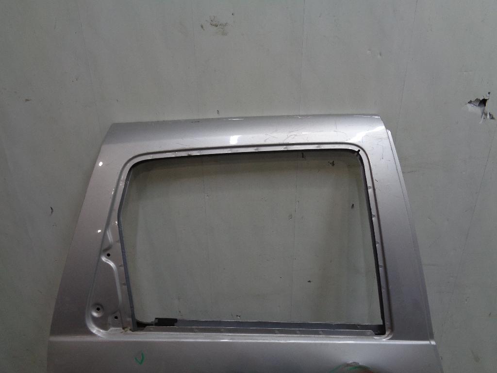 Дверь задняя правая 821007807R
