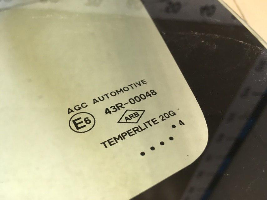 Стекло кузовное глухое правое 833066196R