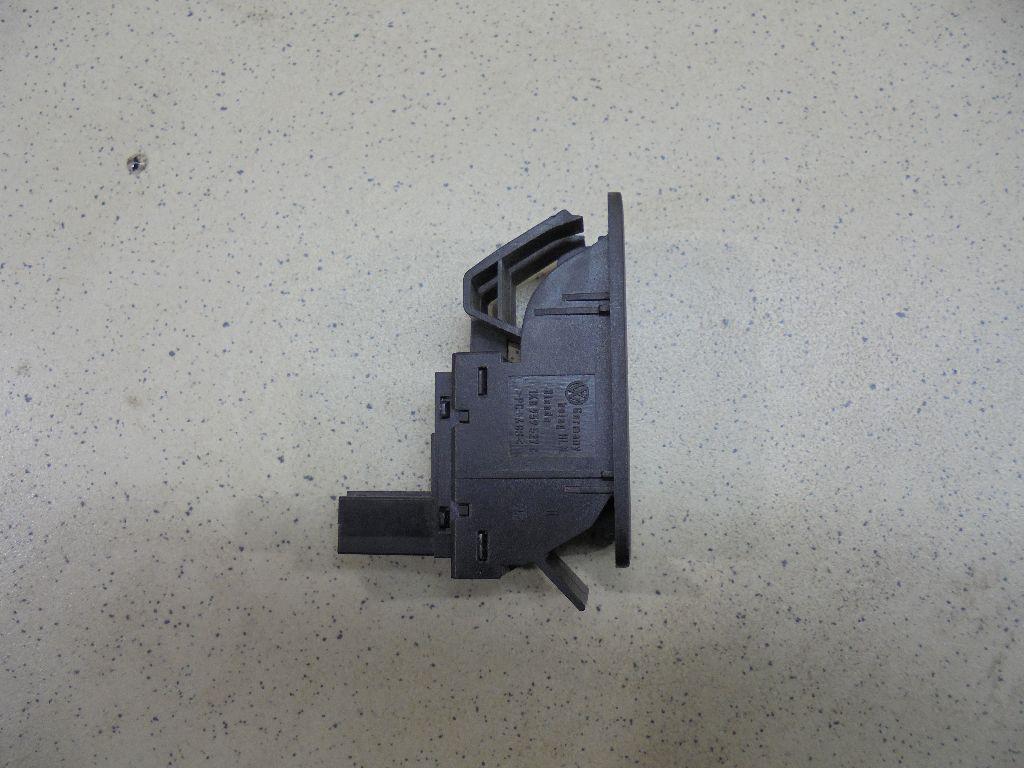 Кнопка открывания багажника 7P6959831C