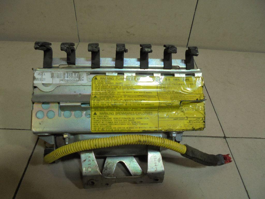 Подушка безопасности пассажирская (в торпедо) MN185261