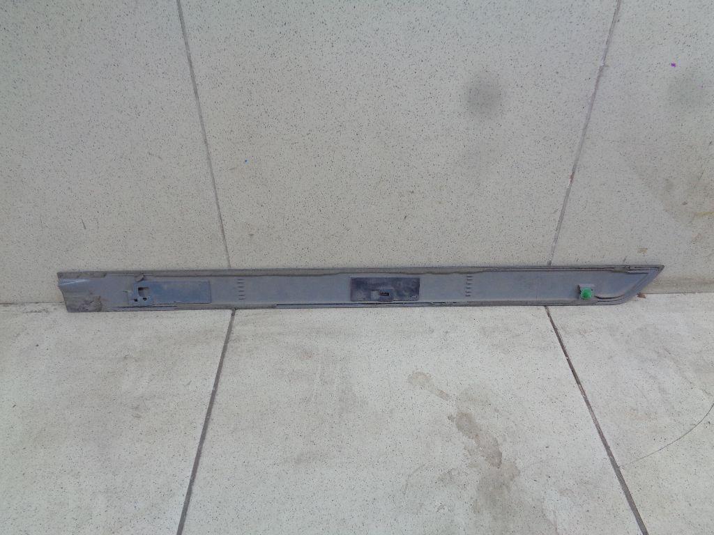 Молдинг задней правой двери MN190108