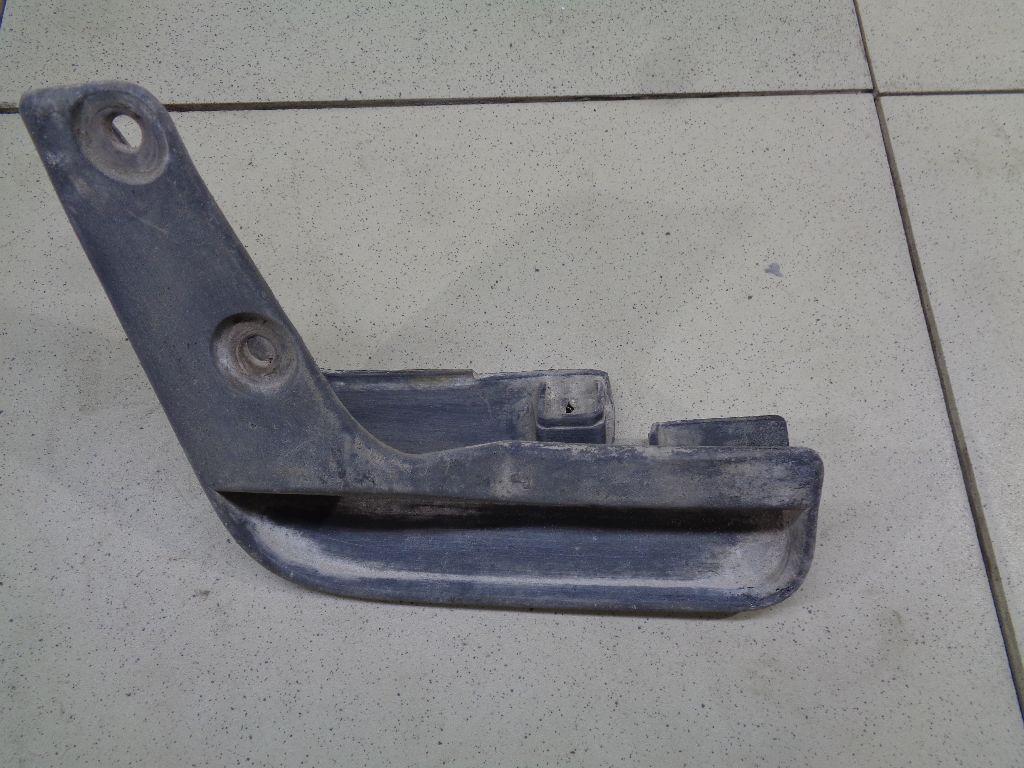 Брызговик передний правый 5370A592
