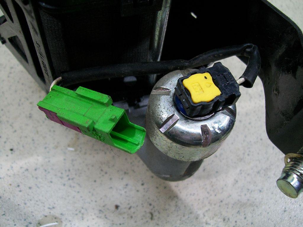 Ремень безопасности с пиропатроном 96996697